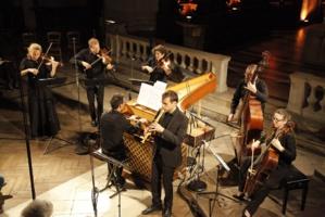 Julien Martin (flûte à bec), et l'Ensemble Masques dirigé par Olivier Fortin (au clavecin) © DR.