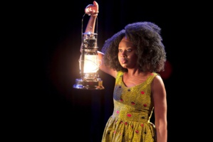 Roukiata Ouedraogo intègre avec une facilité déconcertante les facettes de l'art du comédien et du clown