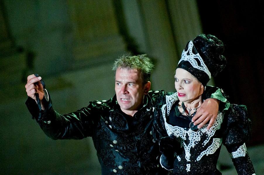 "Philippe Torreton et Catherine Salviat dans ""Hamlet"" © Andy Parant"