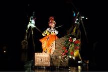 """Ilotopie, """"Opéra d'O - Hommage aux Oxymores"""", Aurillac 2011 © Matthieu Dussol."""