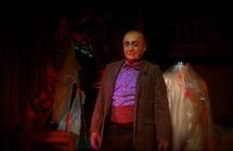 """Udo Kier, """"Monsieur Loyal"""" dans The Theatre Bizarre © DR (droits réservés)."""