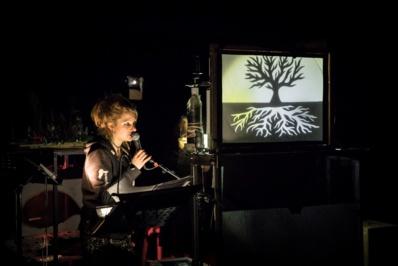 """""""Lhomme qui plantait des arbres"""" par Les Chiennes Savantes © Simon Gosselin."""