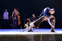 """""""Love Songs"""" par Danish Dance Theatre/Tim Rushton, les 20 et 21 juillet 2012 © Bjarke Ørsted."""