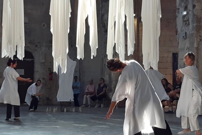 Ghost Shirts (performance dansée) © Philippe Mercier.