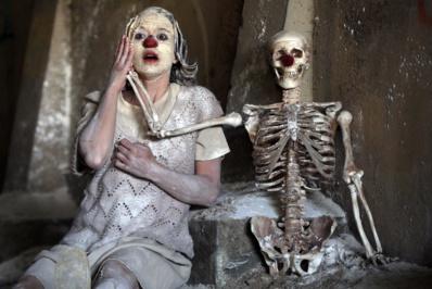 """Clownstrum"""" par Munstrum Theatre © Darek Szuster."""