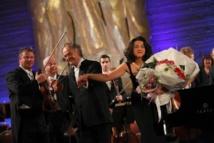 Jean-Claude Casadesus, Khatia Buniatishvili et le Philharmonique de Saint-Pétersbourg © Yannick Perrin.