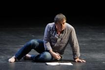 """Patrice Chéreau, """"Coma"""" de Pierre Guyotat, mise en scène de Thierry Thieû Niang, Théâtre de la Ville, septembre 2012 © ArtComArt 2011 Tous droits réservés."""