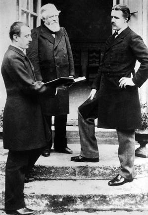 Les fondateurs de la Schola Cantorum. Au fond, Vincent d'Indy, à gauche, Charles Bordes, à droite, Alexandre Guilmant © DR.