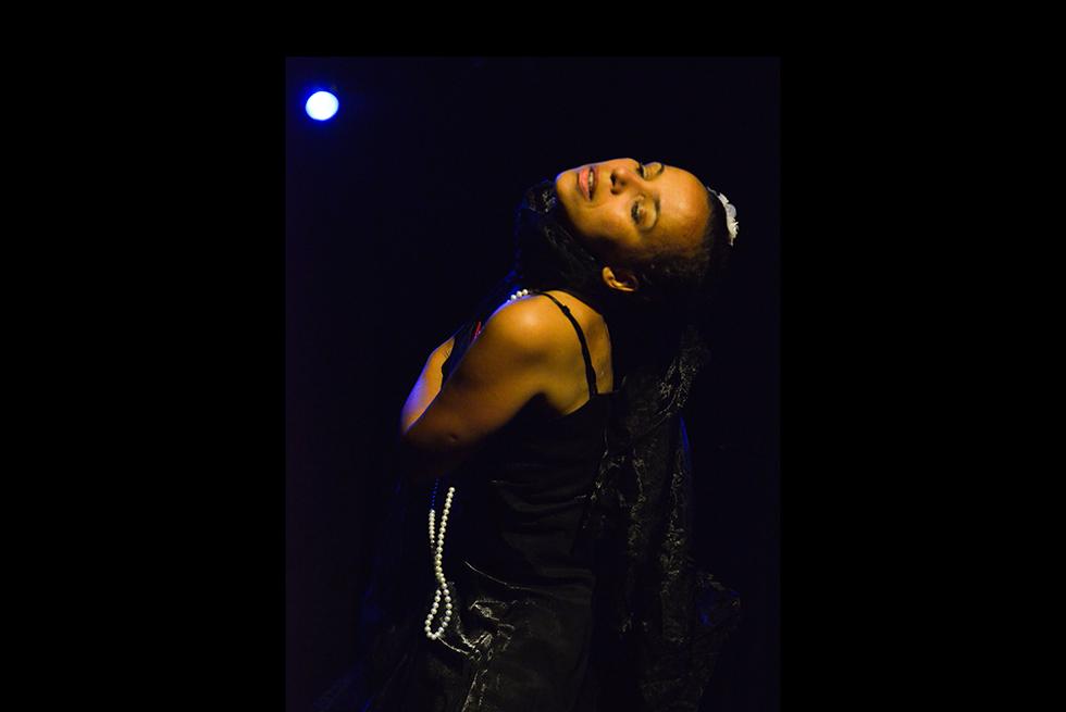 """•Avignon Off 2018• """"Sunny Side""""… Une jolie traversée de scène dansée et chantée pour célébrer la chanteuse Billie Holiday"""