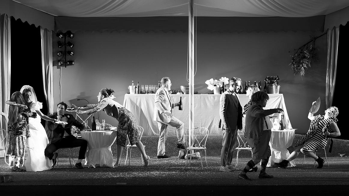 """""""Le Banquet""""… Mariage de la déraison et de la dérision"""