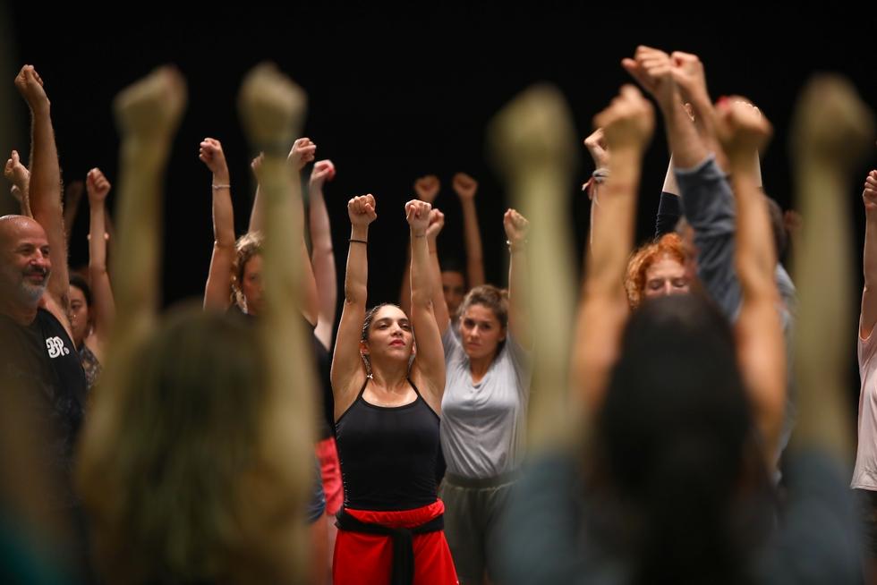 """""""Gaga Dance"""", ateliers de danse pour tous, Jardin du Musée national Picasso-Paris © Ascaf."""
