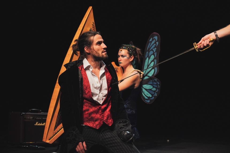 """""""Peter Pan"""" et Julie Teuf : antidotes à un monde qui se rétrécit grandement…"""