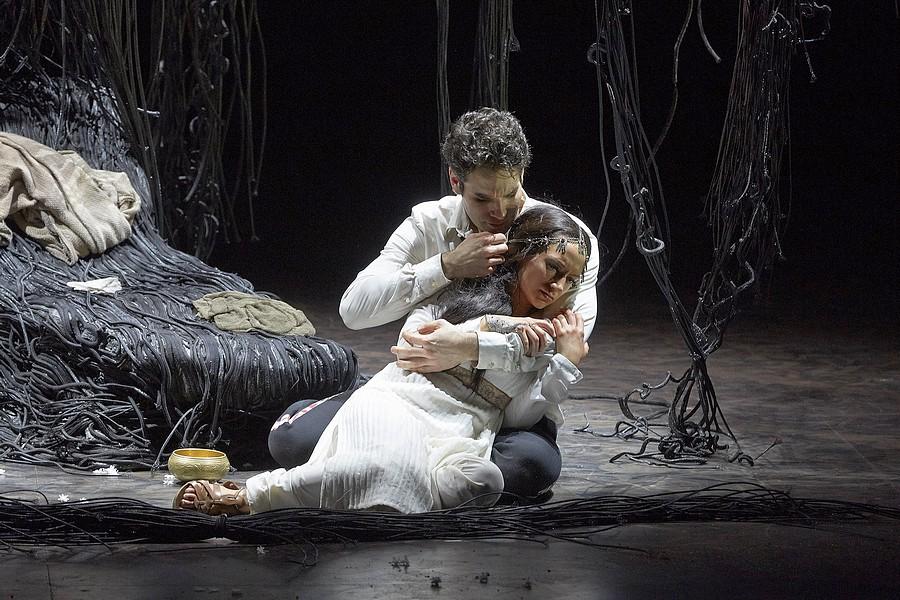 """""""Lakmé"""", Sabine Devieilhe et Frédéric Antoun © Pierre Grosbois."""