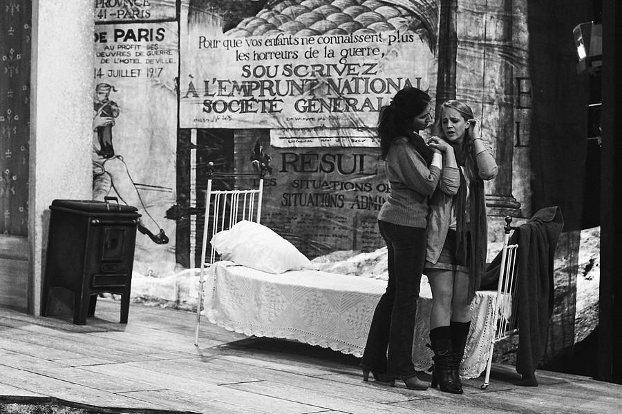 """Répétition de """"Un amour en guerre"""" © DR."""