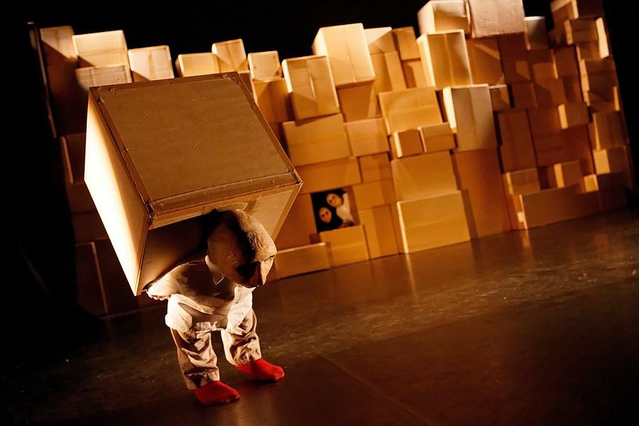 """""""[Hullu]"""" par le Blick Théâtre © Blick Théâtre."""