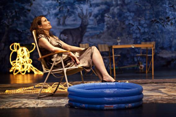 """Emmanuelle Devos dans """"Platonov"""" © Jean-Louis Fernandez."""