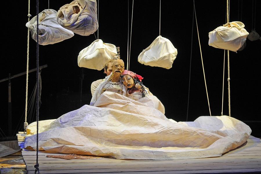 """Les Anges au Plafond, """"Au fil d'Oedipe"""" © Pascal Auvé."""