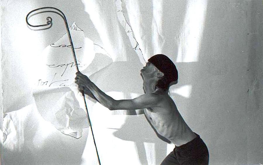 "Marc-Henri Lamande dans ""Artaud Totem"" © DR."