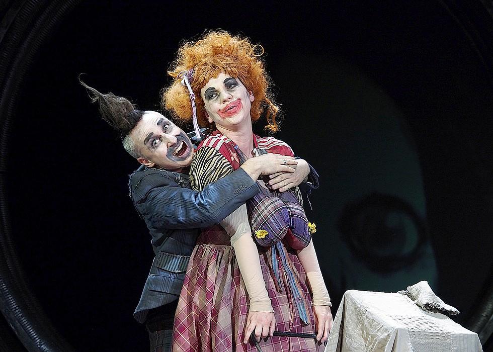 Richard Rittelmann (Punch) et Manuela Leonhartsberger (Judy) © Armin Bardel.