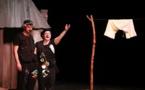 Hommage jubilatoire et débridé au théâtre, aux metteurs en scène, aux comédiens et à tous les métiers de la scène