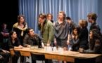"""""""Notre Innocence""""… Plateau nu et dix-neuf comédiens pour clamer une parole qui tourne à vide"""