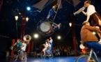 """""""(V)îvre"""" Circa Tsuïca… Un art du cirque jubilatoire, musical et festif !"""