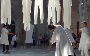Ghost Shirts (performance dansée) © Philippe Mercier.